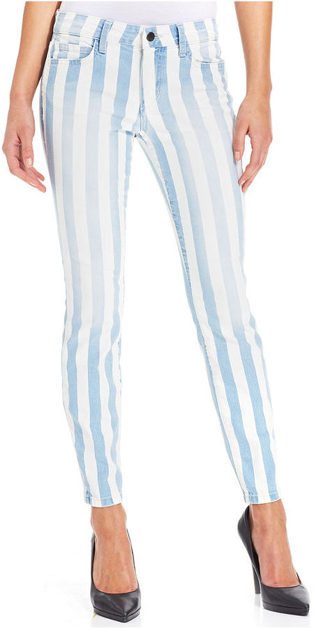 how to wear striped jeans