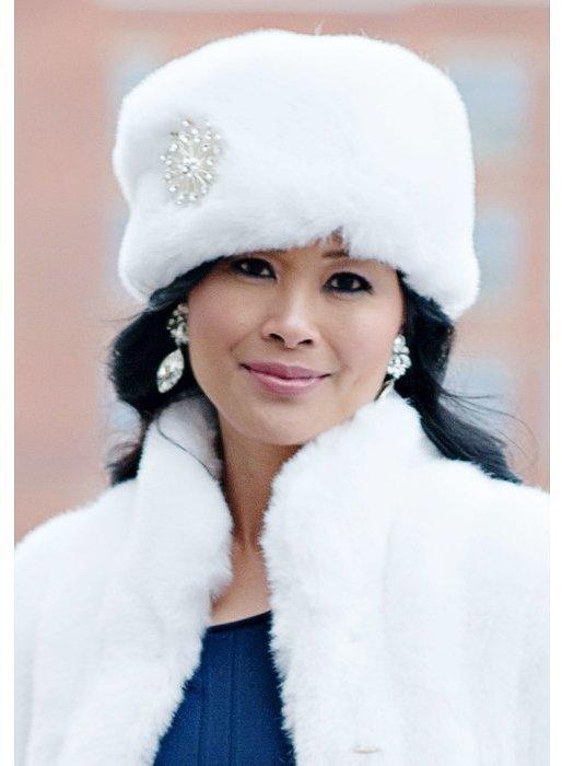 ... Fur Hats Donna Salyers Fabulous Furs Donna Salyers Fabulous Furs  Russian Hat 05960da831c6