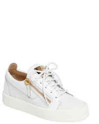 Low top sneaker medium 3746634