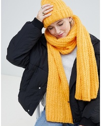 Noisy May Cable Knitted Scarf