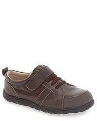 Zapatillas de cuero en marrón oscuro de See Kai Run