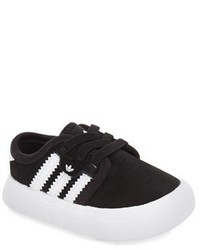 Zapatillas en negro y blanco de adidas