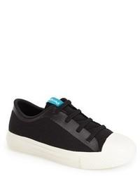 Zapatillas en negro y blanco