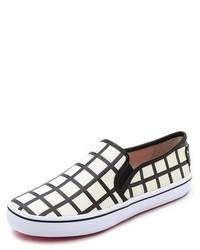 Zapatillas slip-on a cuadros en blanco y negro de Kate Spade