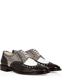 Zapatos brogue de cuero en blanco y negro