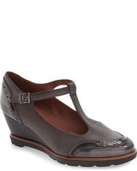 Zapatos con Cuña de Cuero en Gris Oscuro de Hispanitas