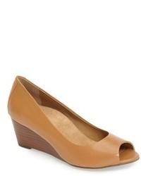Zapatos con Cuña de Cuero en Tabaco de Vionic