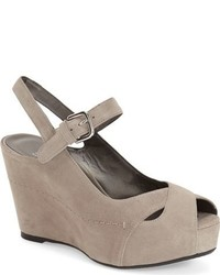 Zapatos con cuña marrón claro de Stuart Weitzman