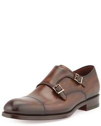 Zapatos con doble hebilla de cuero marrónes de Magnanni