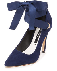 Zapatos de tacón de ante azul marino de Alice + Olivia