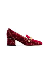 Zapatos de tacón de ante con adornos burdeos de Gucci