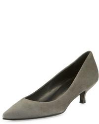 Zapatos de tacón de ante grises de Stuart Weitzman