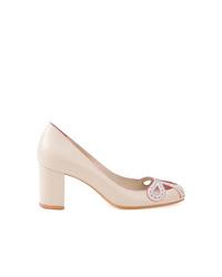 Zapatos de tacón de cuero blancos de Sarah Chofakian