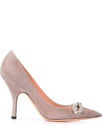 Zapatos de tacón de cuero con adornos grises