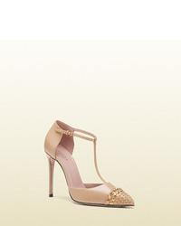 Zapatos de tacón de cuero con adornos marrón claro