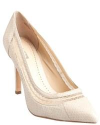 Zapatos de tacón de cuero con print de serpiente en beige