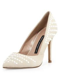 Zapatos de tacón de cuero con tachuelas blancos