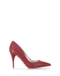 Zapatos de tacón de cuero con tachuelas burdeos de Valentino