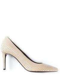 Zapatos de tacón de cuero con tachuelas en beige de Saint Laurent