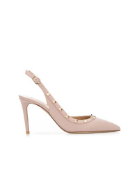 Zapatos de tacón de cuero con tachuelas en beige de Valentino