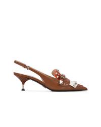 Zapatos de tacón de cuero con tachuelas marrónes de Prada