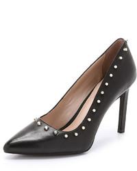 Zapatos de tacón de cuero con tachuelas negros de DKNY