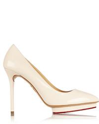 Zapatos de tacón de cuero en beige de Charlotte Olympia