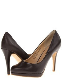 Zapatos de tacón de cuero en marrón oscuro
