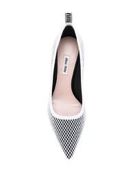 Zapatos de tacón de cuero estampados en negro y blanco de Miu Miu