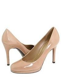 Zapatos de tacón de cuero marrón claro