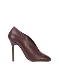 Zapatos de tacón de cuero morado oscuro de Victoria Beckham