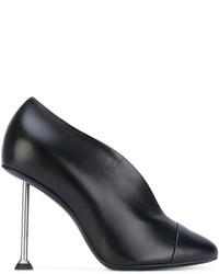 Zapatos de tacón de cuero negros de Victoria Beckham