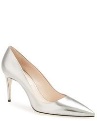 Zapatos de tacón de cuero plateados de Miu Miu