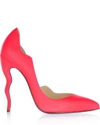 Zapatos de tacón de cuero rosa de Christian Louboutin