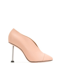 Zapatos de tacón de cuero rosados de Victoria Beckham