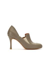 Zapatos de tacón de cuero verde oliva de Sarah Chofakian
