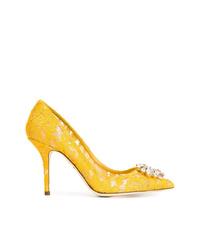 Zapatos de tacón de encaje amarillos de Dolce & Gabbana