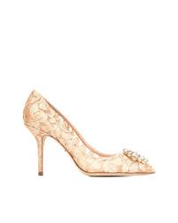 Zapatos de tacón de encaje con adornos en beige de Dolce & Gabbana
