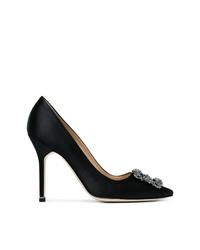 Zapatos de tacón de satén con adornos negros de Manolo Blahnik