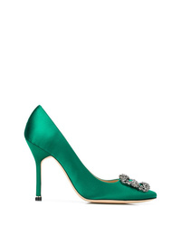 Zapatos de tacón de satén con adornos verdes de Manolo Blahnik