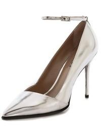 Zapatos de tacón plateados de DKNY