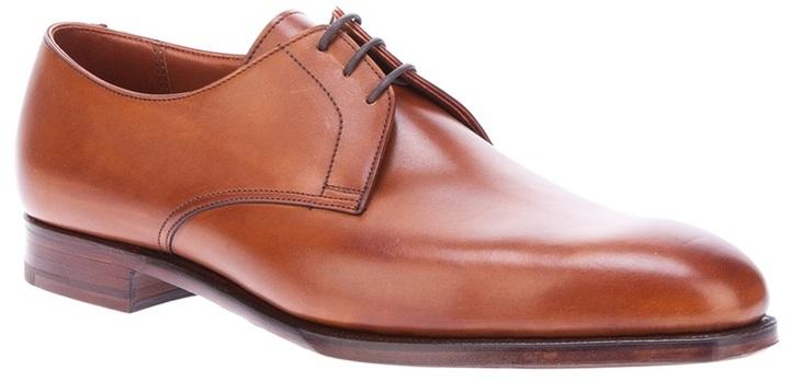 Zapatos derby de cuero marrón claro de Crockett Jones