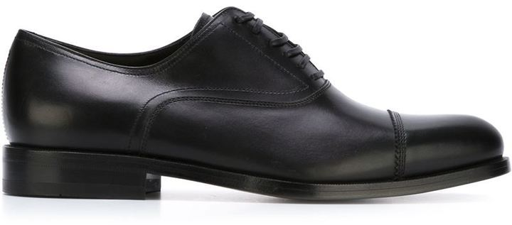 14cf9918ceedc Zapatos oxford de cuero negros de Salvatore Ferragamo  dónde comprar ...